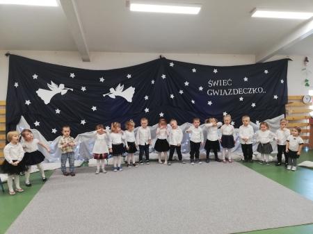 Przedstawienie jasełkowe i warsztaty świąteczne  w grupie Krasnali