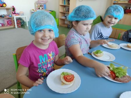 Smaczne i zdrowe kanapki w wykonaniu Zuchów